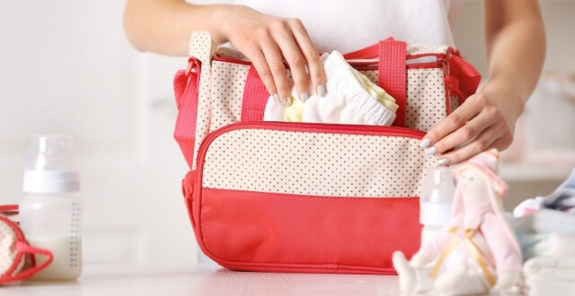 Diaper Bag Checklist: An Experienced Mom's Guide to What to Pack In Your Diaper Bag [Free Printable]