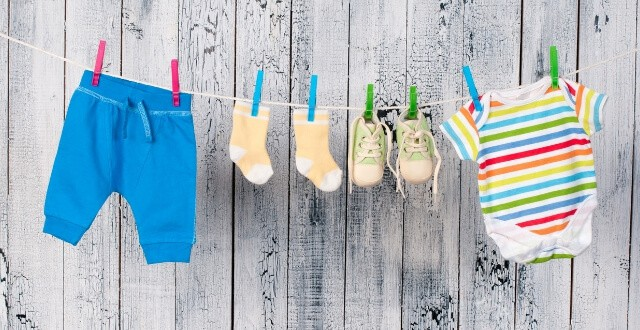 Hanging Baby Clothes vs Folding? These Genius Tips Will Help You Decide!